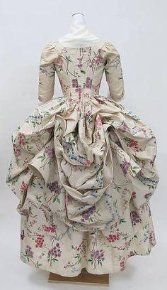 Robe a la Polonaise, c 1780, of hand painted Chinese silk, Metropolitan Museum of Art 11039146_469288469889514_8706760683179507789_n.jpg (361×625)