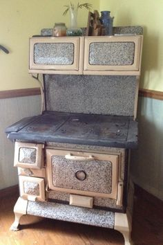 I have one called a Baby Sweetheart.black, white, steel frame for warmers & oven door with old gage.For Sale! Wood Burning Cook Stove, Wood Stove Cooking, Kitchen Stove, Old Kitchen, Vintage Kitchen, Antique Wood Stove, How To Antique Wood, Old Wood, Old Stove