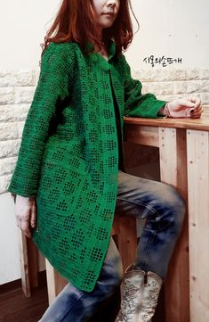 Fabulous Crochet a Little Black Crochet Dress Ideas. Georgeous Crochet a Little Black Crochet Dress Ideas. Gilet Crochet, Crochet Jacket, Crochet Poncho, Crochet Cardigan, Crochet Trim, Crochet Bodycon Dresses, Black Crochet Dress, Poncho Outfit, Moda Crochet