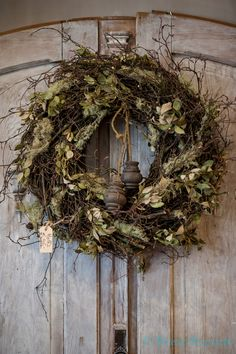 Hoffz Interieur in Capanni lifestyle conceptstore www.capanni.eu Rustic Christmas, Christmas Wreaths, Grapevine Garland, Diy Trellis, Decoration Inspiration, Nature Crafts, How To Make Wreaths, Door Wreaths, Seasonal Decor