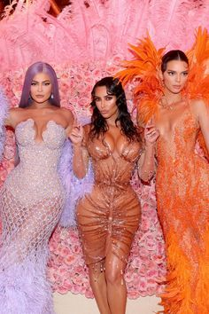 Kim Kardashian Goes Wet And Wild As She Rules The Red Carpet Of Met Gala 2019 With Jenners – HungryBoo – Expolore the best and the special ideas about Red carpet looks Kris Jenner, Kendall Jenner, Kylie Jenner Outfits, Kylie Jenner Met Gala, Trajes Kylie Jenner, Estilo Kylie Jenner, Kylie Jenner Style, Kylie Jenner Photos, Kourtney Kardashian