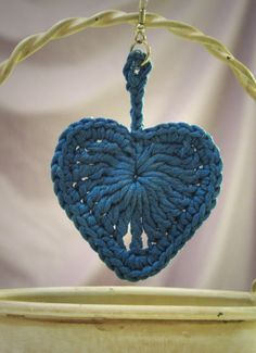 Orecchini all'uncinetto/crochet - Cuore grande Grande, Crochet Earrings, Crochet Patterns, Hearts, Christmas Ornaments, Holiday Decor, Etsy, Vintage, Jewelry