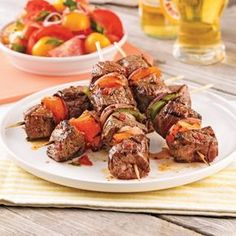 Italian beef skewers - Je Cuisine - A perfect beef skewer for this summer: Italy will never have see Grilling Recipes, Meat Recipes, Healthy Recipes, Greek Recipes, Italian Recipes, Popular Greek Food, Confort Food, Bbq Skewers, Italian Beef
