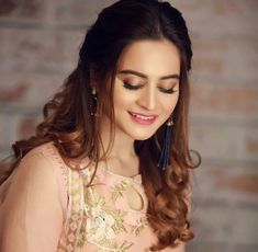 Beautiful Hijab Style For Wedding 2018 In Different Design Pakistani Models, Pakistani Girl, Pakistani Clothing, Punjabi Girls, Pakistani Dresses, Pakistani Actress Hairstyle, Aimen Khan, Pakistani Wedding Outfits, Prettiest Actresses
