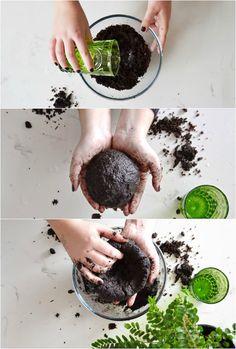 comment réaliser une sphère de mousse - d'abord, il faut préparer le terreau et le façonner en boule
