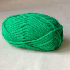 Strickwolle zum Filzen aus 100% Schafschurwolle, für Nadelstärke 8-9, Lauflänge ca. 50 m, 50 g   Das fertige Strickstück geht beim Filzvorgang etwa 30% ein.   Beim Filzvorgang in der Waschmaschine keine Weichspüler oder sonstige Zusätze...