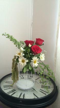 www.chispers.com  Decoración jaula con flores vintage