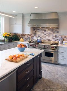 #Kitchen Idea of the Day: Transitional Kitchens. (By Crown Point Cabinetry)
