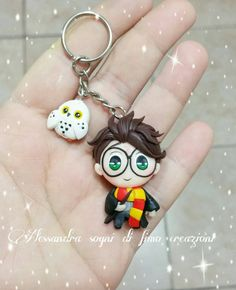 Harry Potter Clay crafts - Harry potter keychain keyring edwige owl fimo polimer clay gryffindor hogwarts gift for fan book lovers baby tshirt clipart paper clip Cute Polymer Clay, Cute Clay, Polymer Clay Miniatures, Fimo Clay, Polymer Clay Projects, Polymer Clay Charms, Polymer Clay Creations, Polymer Clay Jewelry, Clay Crafts