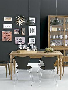 A tendência Urbano Vintage tem uma atmosfera moderna e, ao mesmo tempo, retrô. Móveis reeditados, como a mesa/banco do designer americano George Nelson fazem parte de alguns dos destaques dessa linha.
