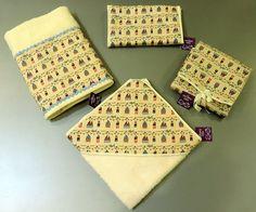 Precioso set de Toalla capucha, toalla baño, cambiador y portapañales de nuestra marca Abuela lala