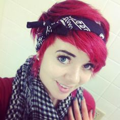 short hair + bandana<<< I wish my hair would look that good. I need to cut my hair shorter like this ^^^ Bandana Hairstyles Short, Quick Hairstyles, Pixie Hairstyles, Wedding Hairstyles, Headband Hairstyles, Pixie Styles, Short Hair Styles, Emo, Punk