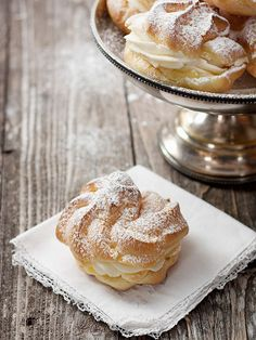 Cannoli Filled Cream Puffs - easy and delicious treats. Classic cream puff shells filled with cannoli filling. Just Desserts, Delicious Desserts, Dessert Recipes, Yummy Food, Gourmet Desserts, Plated Desserts, White Desserts, Donuts, Cupcakes