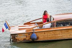 How to propose Paris Seine River exclusive marriage proposal on a boat Best Places To Propose, Romantic Proposal, Marriage Proposals, The Good Place, Boat, River, Paris, How To Plan, Dinghy