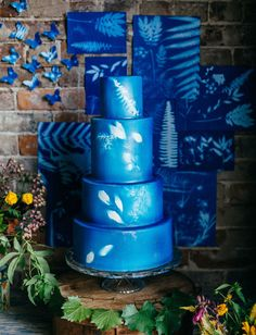 blue and white sun print cake by Hands on Sweets / photo by Tiffani Jones Wedding Cake Designs, Wedding Cakes, Beautiful Cakes, Amazing Cakes, Painted Wedding Cake, Aqua, Blue Cakes, Rustic Cake, Wedding Cake Inspiration