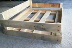 DIY Wood Pallet Double Dog Bed Make this sweet double bed for your pets while upcycling old wood pallets! Dog Bed Frame, Wood Dog Bed, Pallet Bed Frames, Pallet Dog Beds, Diy Dog Bed, Dog Bed From Pallets, Doggie Beds, Diy Bett, Dog Furniture