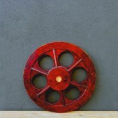 Circulo granate con aros Industrial, Vintage, Tv Wall Hanging, Garnet, Filing Cabinets, Accessories, Vintage Comics, Primitive