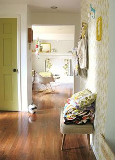 i love this entryway...would i be crazy to paint the bedroom doors??