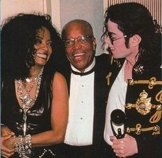 Diana Ross, Michael Jackson and Berry Gordy at the inducted of The Jackson 5 into the Rock and Roll Hall of Fame in Cleveland, Ohio on Tuesday May 1997 Jackson Family, Jackson 5, The Boy Is Mine, Berry Gordy, Michael Jackson Smile, Vintage Black Glamour, The Jacksons, Diana Ross, Motown