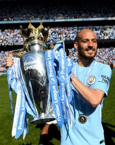 David Silva of Manchester City celebrates with The Premier League Trophy after the Premier League match between Manchester City and Huddersfield Town at Etihad Stadium on May 2018 in Manchester, England. Manchester City Wallpaper, Bay City Michigan, Vincent Kompany, Hd Wallpaper 4k, Wallpapers, Huddersfield Town, Premier League Matches, Halloween Kostüm, Bonito
