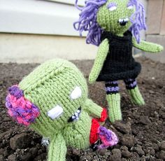 Zombill and Zombina, the Zombie Twins Knit Crochet, Crochet Hats, My Design, Twins, Patches, Winter Hats, Arms, Knitting, Detail