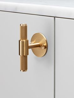 Design industriale, maniglia in ottone. Industrial style design, brass handle. @busterandpunch https://busterandpunch.com #vemottone