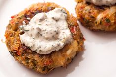 A tasty crab cake recipe made with crumbled cornbread. Lemon and caper mayonnaise is spooned on top of each cake.