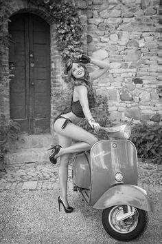 Piaggio Vespa, Vespa Bike, Motos Vespa, Lambretta Scooter, Scooter Motorcycle, Motorbike Girl, Vintage Vespa, Vespa Motor Scooters, Motard Sexy