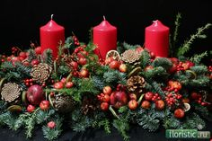 53 Top Christmas Candle Decorations for Your Inspiration Table Flower Arrangements, Christmas Flower Arrangements, Christmas Flowers, Christmas Wreaths, Advent Wreaths, Centrepieces, Christmas Candle Decorations, Christmas Table Settings, Christmas Tablescapes