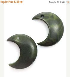 10%OFF 2 Tagua pendant, Crescent, dark green, 25mm, 2 PCs, Tagua beads, natural beads, beads, pendants, tagua pendant, natural beads