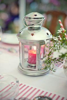 Lanterne IKEA et bougie rose