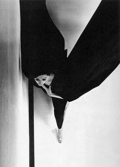 Black evening dress © Hiro