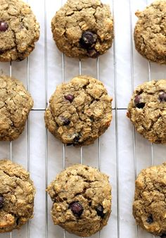 free of butter, oil, ang gluten. These super easy cookies are light, fluffy, and great for breakfast on the go. Vegan Blueberry Muffins, Blueberry Breakfast, Breakfast Muffins, Blue Berry Muffins, Blueberry Recipes, Vegan Snacks, Easy Snacks, Vegan Sweets, Healthy Baking