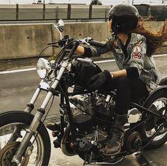 New Ideas Motorcycle For Women Chopper Biker Chick, Biker Girl, Lady Biker, Carros Vintage, Women Riding Motorcycles, Women Motorcycle, Chicks On Bikes, Stunt Bike, Bobber Chopper