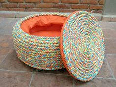 There are lots of different DIY Rope Ottoman Ideas that can be used to build a wonderful table for any dining room. Home Crafts, Diy Home Decor, Diy And Crafts, Wooden Crafts, Tire Craft, Tire Furniture, Furniture Plans, System Furniture, Garden Furniture