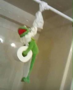 Kermit just hangin out Best Memes, Dankest Memes, Funny Memes, Funny Pics, Funny Stuff, Stupid Stuff, It's Funny, Meme Pictures, Jokes