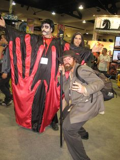 Manos: The Hands of Fate cosplay! tHe MAsteR may not approve but I sure do. :-P