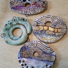 how to make rustic polymer clay beads Polymer Clay Necklace, Polymer Clay Pendant, Fimo Clay, Polymer Clay Projects, Polymer Clay Creations, Polymer Clay Beads, Ceramic Jewelry, Ceramic Beads, Clay Design