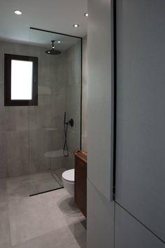 Πατητη τσιμεντοκονια / Lava finish by www.evomat.com Mirror Bathroom, Round Mirrors, Lava, Baths, Sweet Home, Bedroom, Interior, Summer, Top