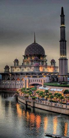 Putra Mosque in Putrajaya, Malaysia • photo: Steph Tan http://stpstories.blogspot.ca/ via Natalia Tinajero on Flickr More