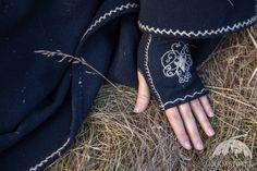 """Guanti di lana con ricamo """"La Principessa Sconosciuta"""""""