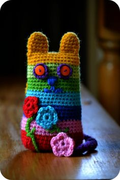 Crochet Cat Tutorial    Love this little Caity Cat. She loves to go outside in the garden, the tutorial is great !