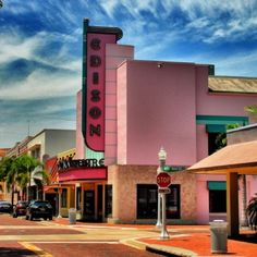 Downtown Fort Myers is pretty in pink | by @whiteymike, Statigram