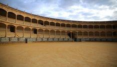 Odkryj jedną z najsłynniejszych aren do walk byków w Hiszpanii - Plaza de Toros w Rondzie.