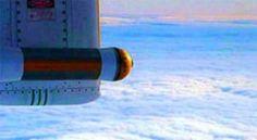 Científicos británicos volaron al corazón de una tormenta para estudiar las causas de precipitaciones intensa. Una aeronave equipada con una gran variedad de instrumentos y computadoras transportó a los investigadores hacia un frente atmosférico, la frontera entre dos masas de aire de diferente temperatura. + info: http://www.ecoapuntes.com.ar/2012/05/lo-que-se-encontro-en-el-ojo-de-una-tormenta/