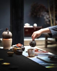 reference for Woodworking - wabisabimind: Tea for you…❤ Oolong Tee, Momento Cafe, Tee Kunst, Japanese Tea Ceremony, Tea Ceremony Japan, Tea Culture, Chinese Tea, Chinese Style, Tea Art