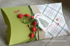Try these creative ideas for packing and presenting holiday gifts and Christmas Gift Ideas a seasonal makeover of a plain pillow box as a Single Mold Christmas Gift Box, Felt Christmas Ornaments, Diy Christmas Cards, Homemade Christmas Gifts, Christmas Makes, Christmas Gift Wrapping, Handmade Christmas, Christmas Crafts, Diy Gift Bags Paper