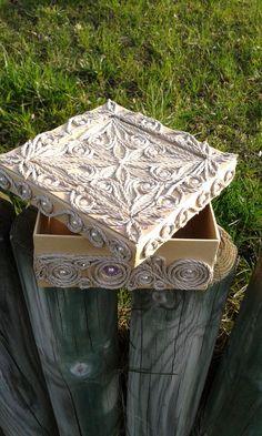 Krabička • zdobená provázkem