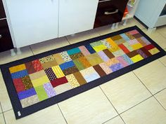 Esse tapete de cozinha vai pra Torres, RS!   A cliente viu  esse tapete  de cozinha e adorou! Encomendou um no mesmo estilo, bem colorido. A...