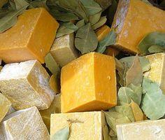 Cómo hacer jabón de glicerina. Hacer jabones artesanos es una tarea fácil y que puede ahorrarnos un dinerillo en casa. Uno de los principales tipos de jabones caseros es el jabón de glicerina, aunque por ejemplo también se puede ha...